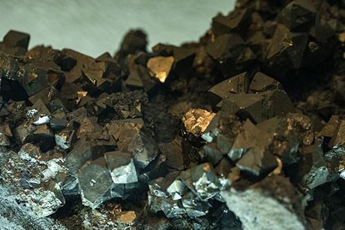 黄金和白银走高,贵金属矿业美股暴涨17%