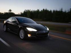 美股异动 | 新能源汽车板块走低,特斯拉(TSLA.US)跌超3%