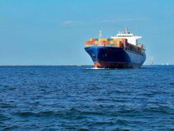中遠海發(02866)漲超6%領漲海運股 航運巨頭宣布凍結運價 海運價格趨于穩定
