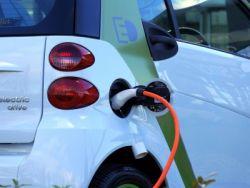 國泰君安:八月國內新能源車產銷量首次超30萬輛,重視四季度旺季行情