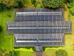 洛陽玻璃股份(01108)尾盤漲近5% 擬斥23億人民幣建光伏電池封裝材料項目