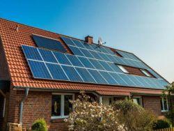 與勁敵相比,第一太陽能(FSLR.US)被低估了