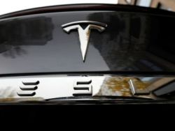 美國NHTSA要求特斯拉(TSLA.US)解釋其汽車是否應該因軟件問題被召回