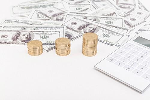 市場等待即將舉行的央行會議,美元小幅上漲